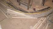 Провода проложены без ПВХ труб